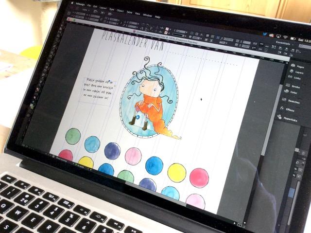 Als alle afbeeldingen klaar zijn, wordt de kalender in InDesign tot één geheel gemaakt.