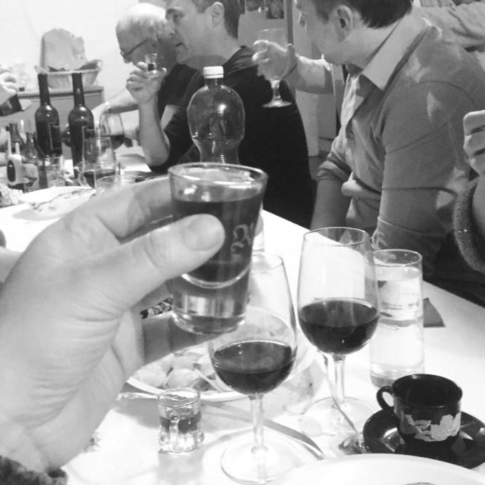 Wijn, bier, Appenzeller, gerstensoep, buren en veel gezelligheid. Toffe zaterdagavond