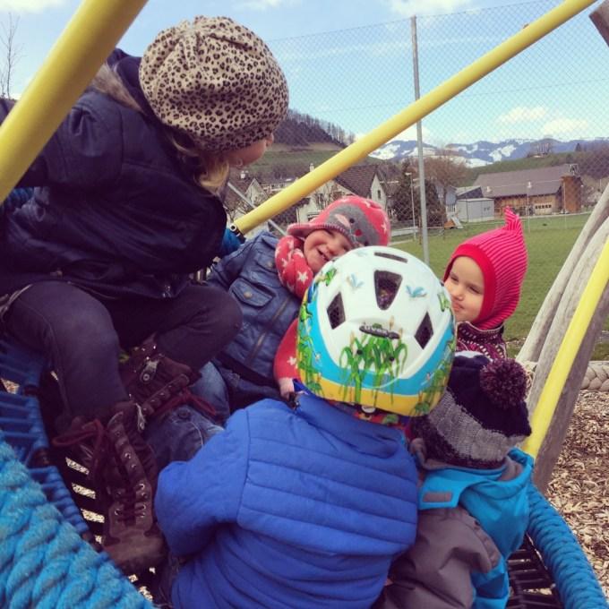 Maandagmiddag hebben we een gezellige middag in de speeltuin. Liza genoot