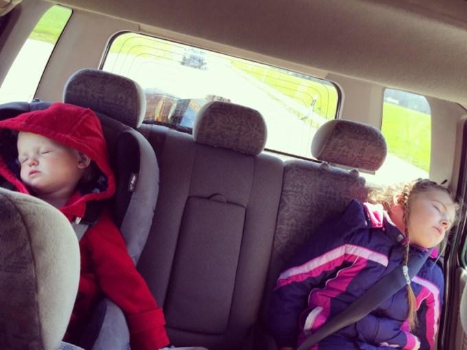 Zaterdag deden we de boodschappen en natuurlijk hadden we weer slapende kinderen... Waarom ze niet gewoon uitslapen?