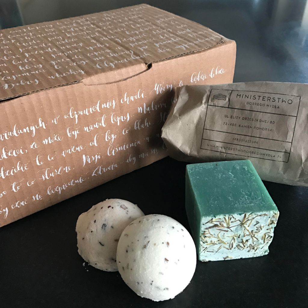 Polish writing on a gift box with handmade soaps and bath bombs.