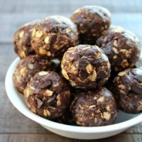 No Bake Chocolate Cookie Energy Bites