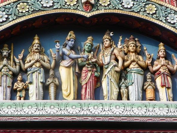 Изображение Тримурти в храме Минакши