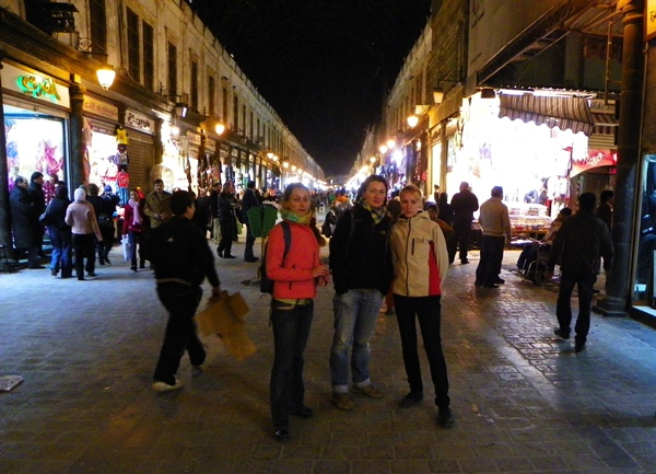 На ночных улицах базара в Дамаске