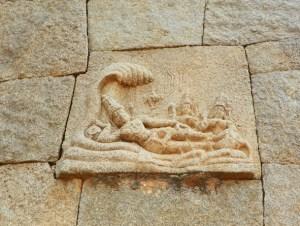 Вишну покоится на змее в водах Причинного океана