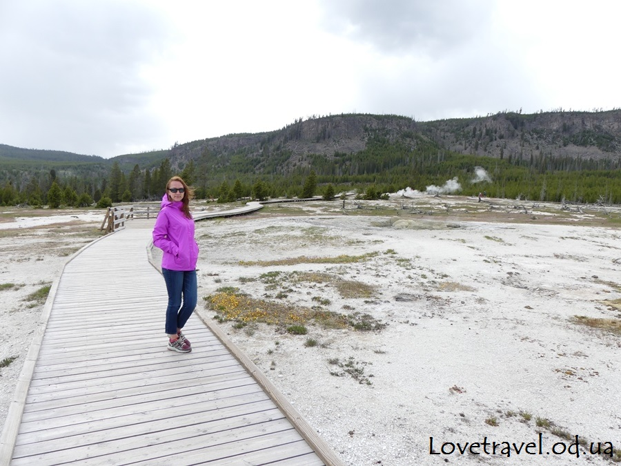 biscuit-basin-yellowstone-13