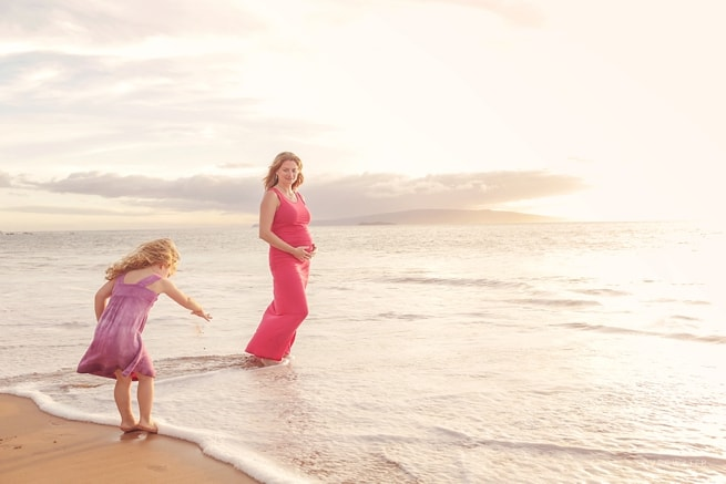 Candid maternity photography Maui