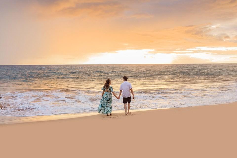 Romantic Wailea beach sunset portraits on Maui