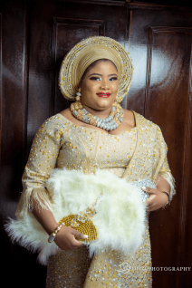 Nigerian Wedding Trend 2017 Feathered Traditional Bridal Hand Fan and Beaded Aso Oke Lolade & Ajibola Diko Photography LoveWeddingsNG `
