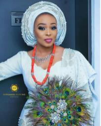 Nigerian Wedding Trend 2017 Peacock Traditional Bridal Hand Fan #Ask2017 LoveWeddingsNG