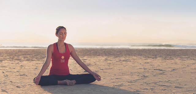 byron-yoga-tabata-beach-940x450