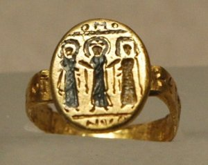 Wedding_ring_Louvre_AC924