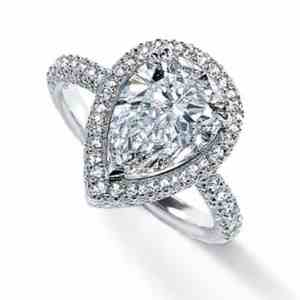 pear-shaped-diamon engagement ring