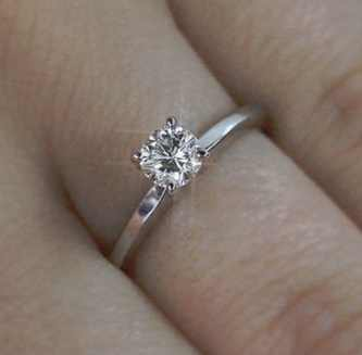 Solitaire Round Brilliant Cut Diamond Engagement Ring 0.60 Carat F:VS2 14k White Gold