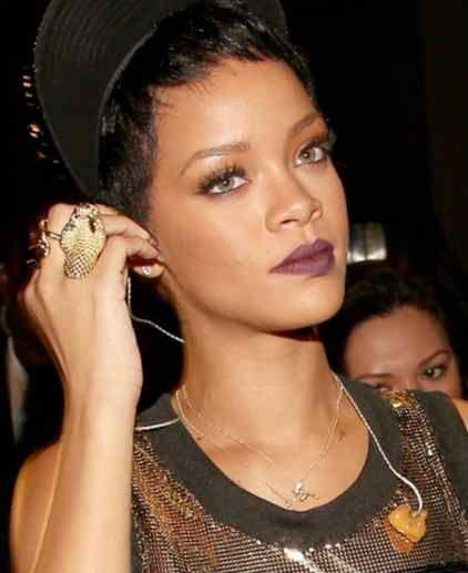 rihanna wearing wendy brandes mud flap jill necklace