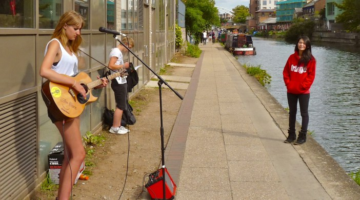 """Ellen Blane competing in Buskival busker contest on """"Haggerston Riviera"""" Regent's Canal London 230814 © david.altheer@gmail"""