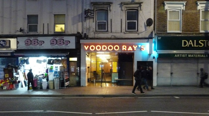 Voodoo: Voodoo Ray's pizza bar Kingsland High St, Dalston E8 2PB 250215 © david.altheer@gmail.com