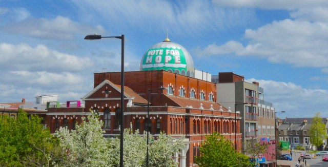 MosqueDome15: Dome of Shacklewell Lane Mosque painted by candidate Nigel Askew 240415 then uinpainted 300415 © DavidAltheer@gmail.com