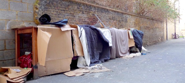 Homeless16: poss beds for street people in lane behind Premier Inn Dalston Ln E8 210116 © DavidAltheer[at]gmail.com