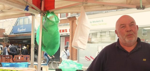 Larry©DA17: Julian, Ridley Road Traders' Association chairman, at his stall SW end of market#London 280917 © David,Altheer@gmail,com