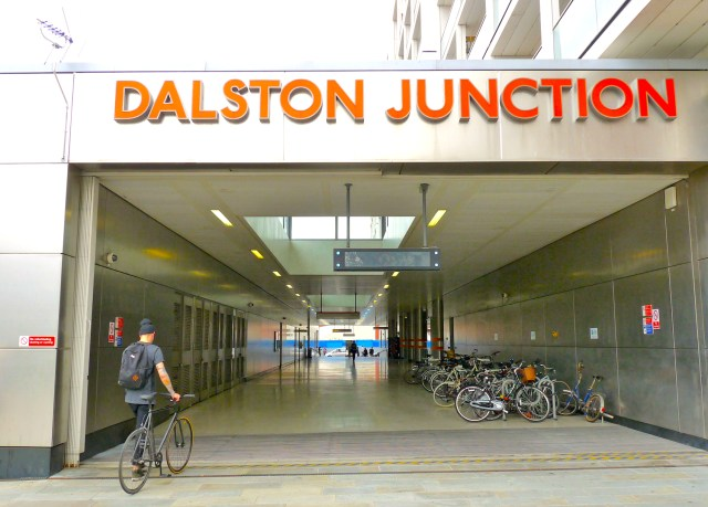 DJunction©DA13: Dalston Junction station (rear) Under-used pavement in Dalston London E8 170813 © david.altheer@gmail.com
