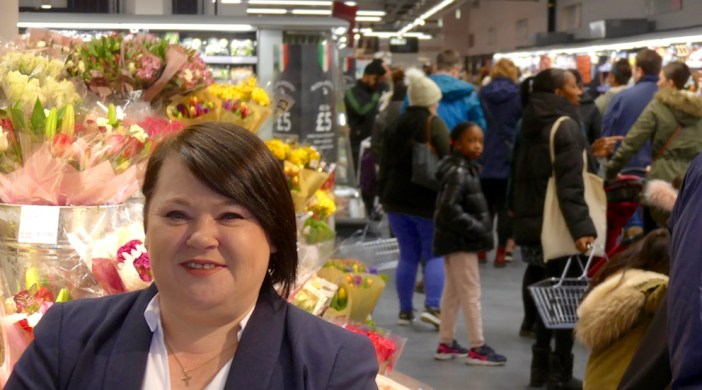 Marks©DA0418: Marks & Spencer E8 Foodhall manager Debbie Cunningham on opening day 110418 © david.altheer@gmail,com