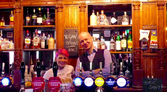 VirginQueen©DA19: Remarkable Pubs MD Elton Mouna and VQ manager Heloise in the Virgin Queen ©david.altheer@gmail.com 080319