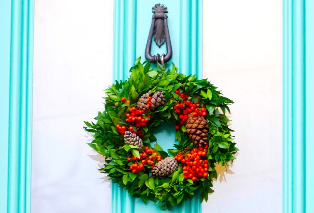 ChrisWreath©DA19g:© david.altheer@gmail.com Christmas wreaths Albion Drive Dalston London E8 181219