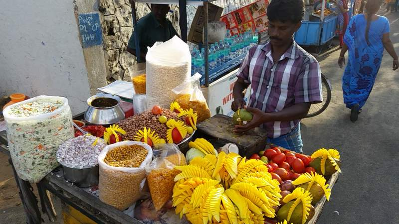 Thiruvanmiyur Beach food vendor