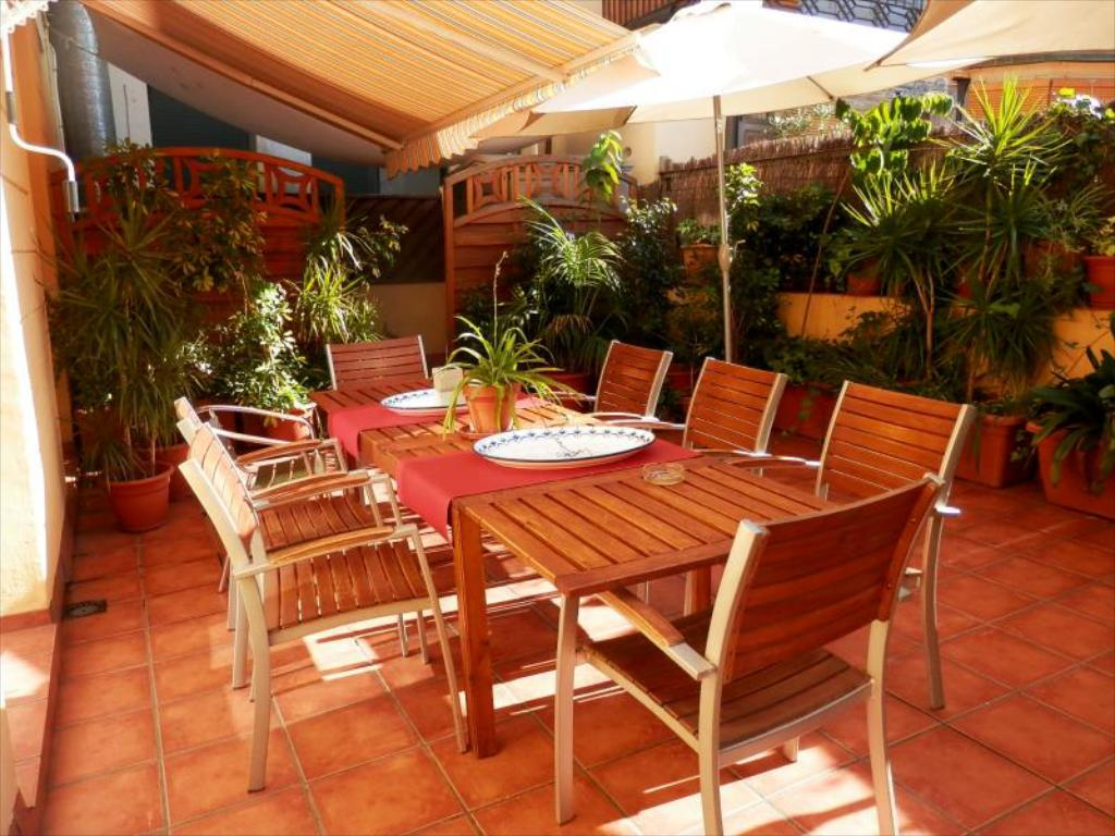 Barcelona-Central-Garden-Hostel