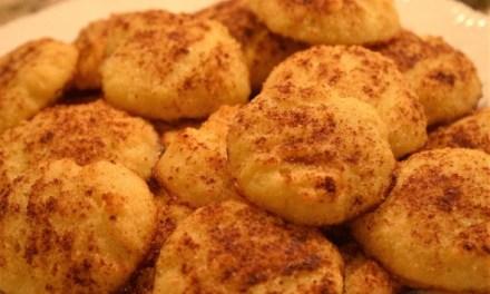 Biscoito amanteigado low carb polvilhado com canela