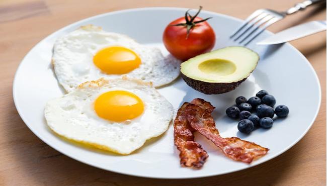 30 Receitas Low Carb Fáceis de Fazer: Café da Manhã, Refeições e Sobremesas