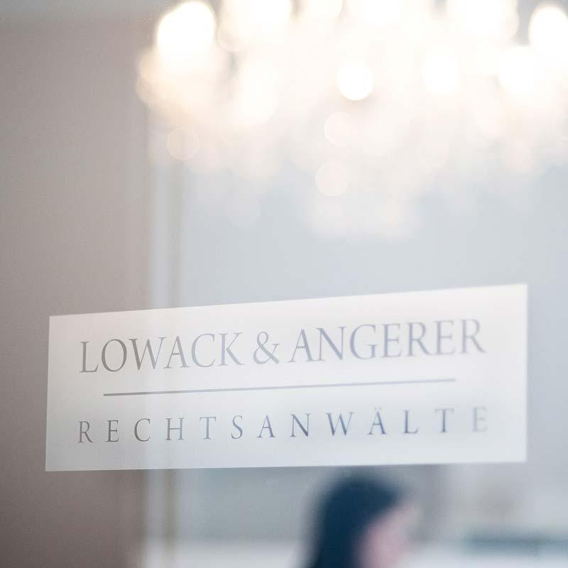 Lowack und Angerer Anwaltskanzlei Schriftzug auf Tür, Rechtsanwälte aus Bayreuth / Kulmbach