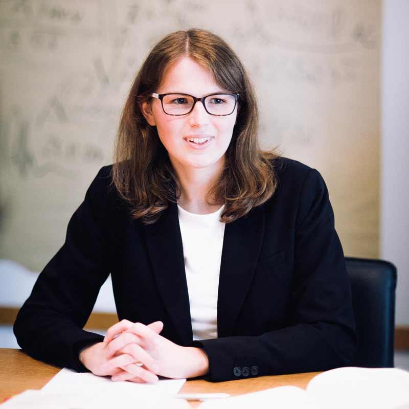 Rechtsanwältin Kathrin Völkel betreut die Bereiche Familienrecht, Sozialrecht und Ausländerrecht.