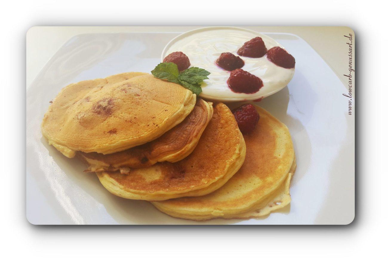 ♡ Feine Lowcarb Pfannkuchen mit Himbeeren und saurer Sahne