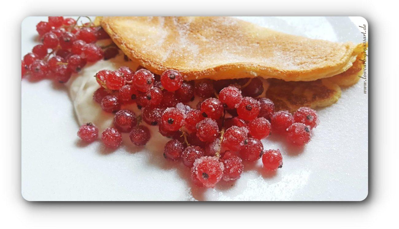 ♡ Feine Lowcarb Pfannkuchen mit griechischem Joghurt und Johannisbeeren