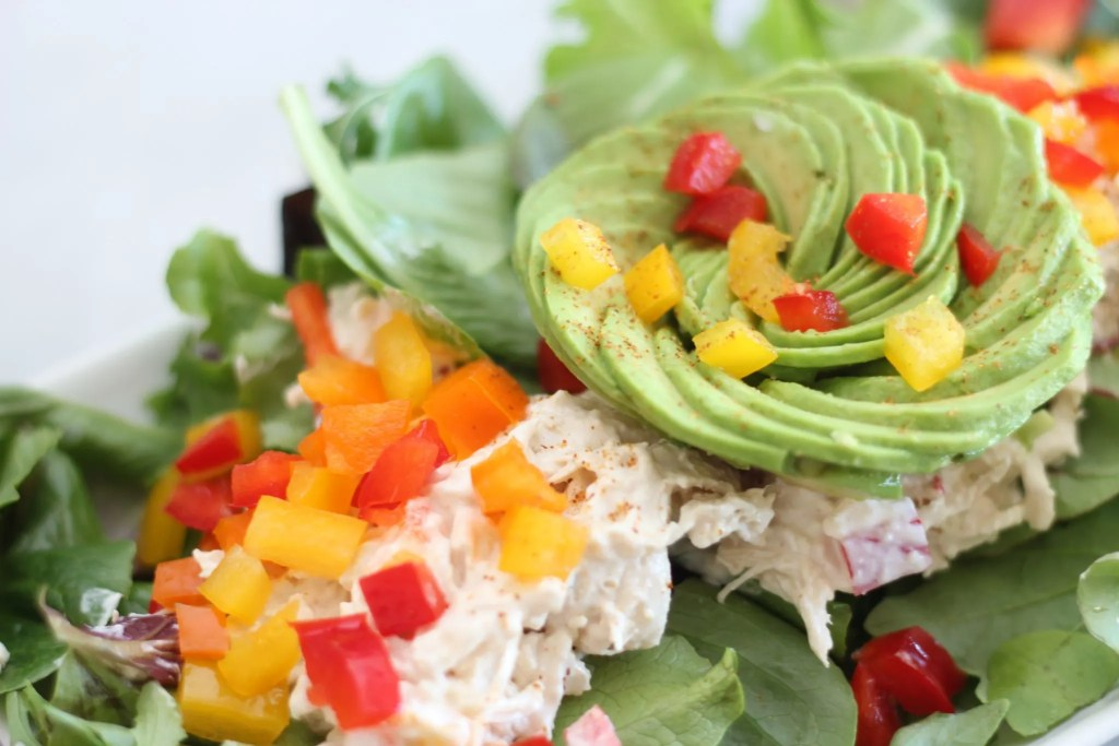 Add some flavor to your low carb lunch with this bell pepper fajita chicken salad recipe!
