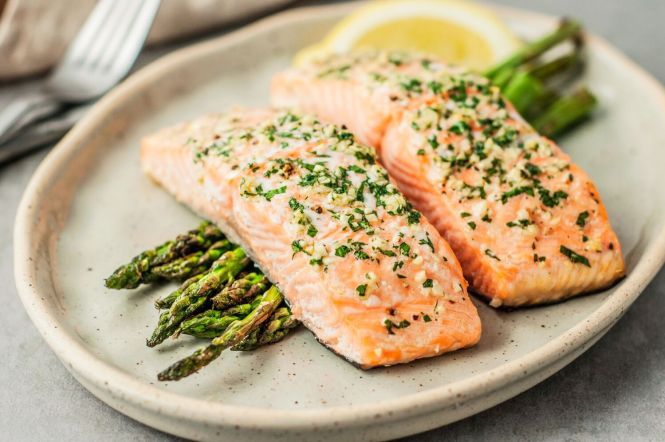 baked-salmon-with-garlic-3056832-12_preview-5b18288eba6177003d20d706
