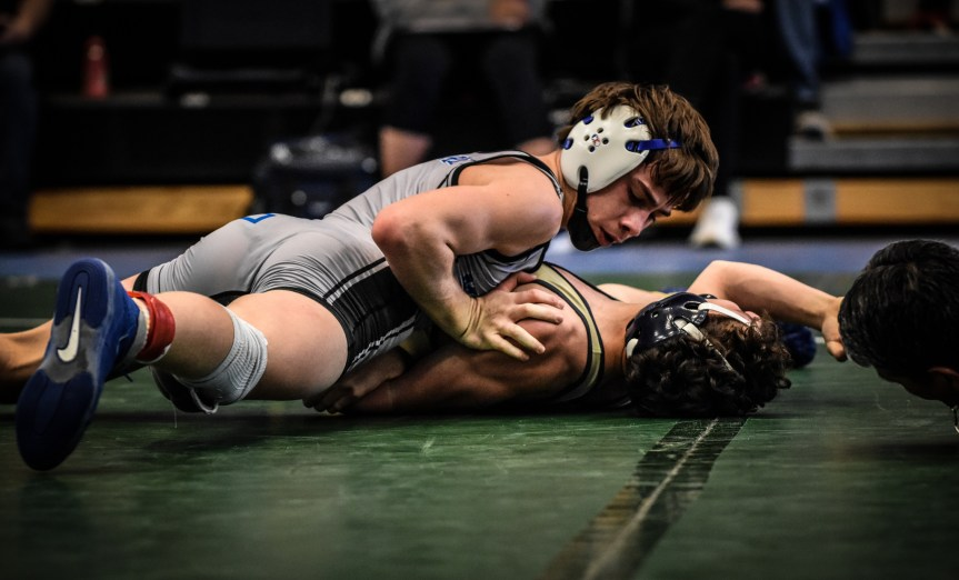 HSWR: 12 Sharks, 4 Dolphins qualify for state (+ 📷 GALLERY)