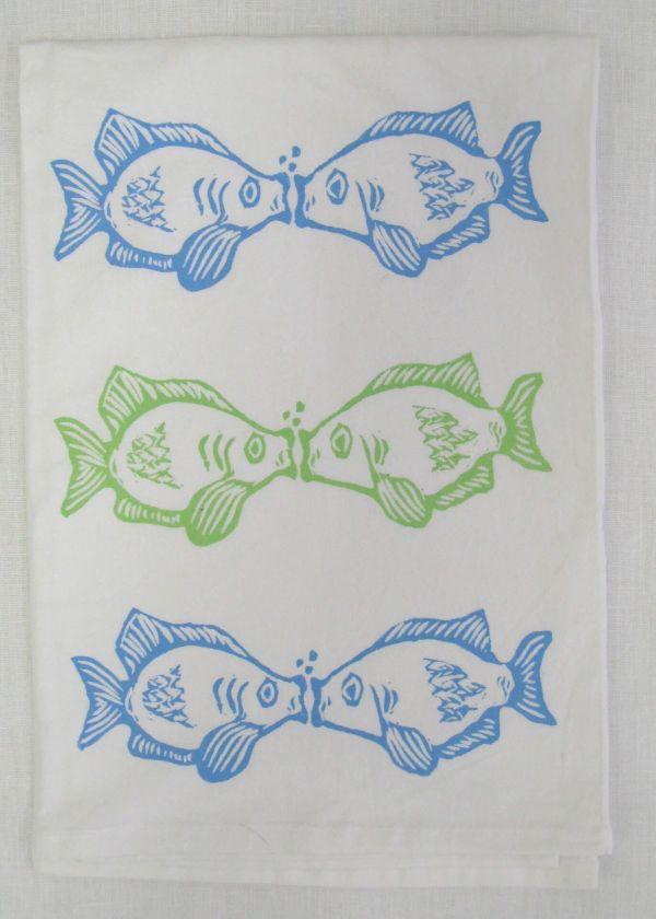 kissing fish towel