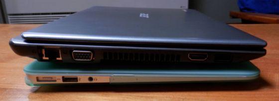 "Acer C7 Chromebook on top of 11"" Macbook Air"