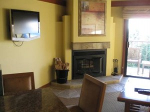 hyatt-highlands-inn-townhouse-living-room