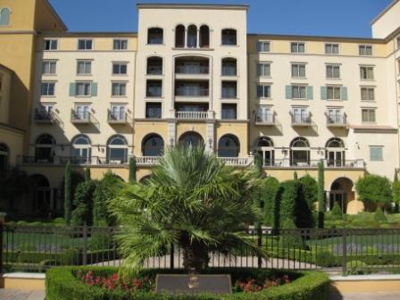 Ritz-Carlton Lake Las Vegas courtyard
