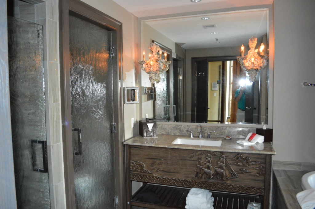 Hotel reviews bohemian hotel savannah riverfront for Bohemian bathroom ideas