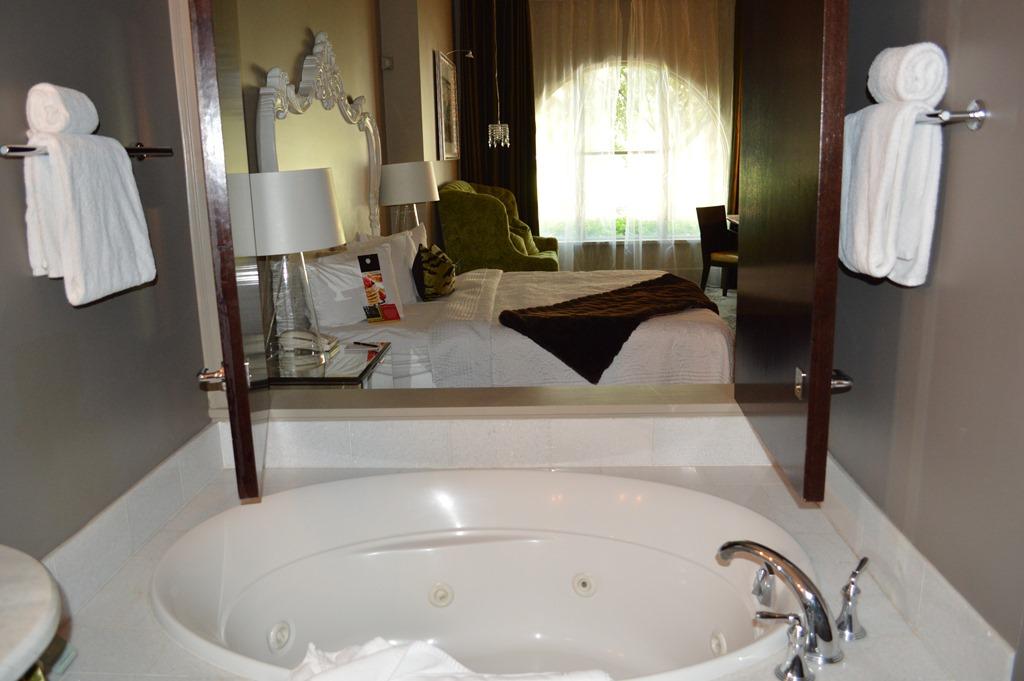 Luxury Forsyth Bathtub