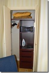 Le Grand 4201 closet
