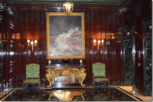 Le Grand elevator foyer