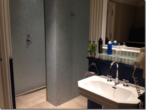 Amstel pool bathroom