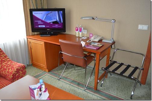 CP Suite desk
