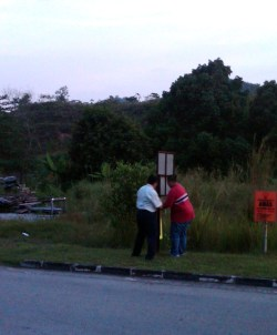 The team putting up signs for the ceramah
